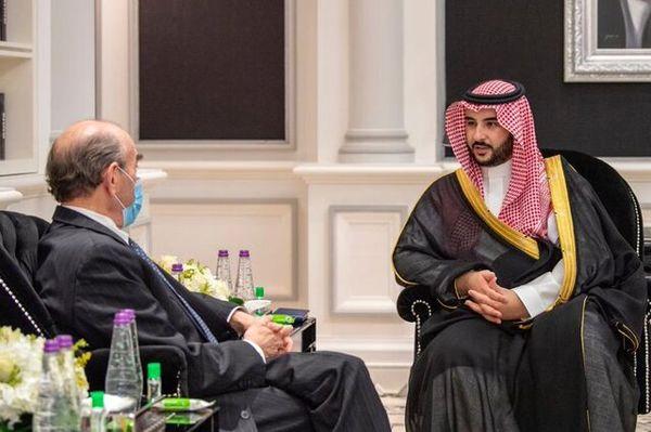 معاون ولیعهد سعودی با نماینده ویژه آمریکا در امور ایران دیدار کرد