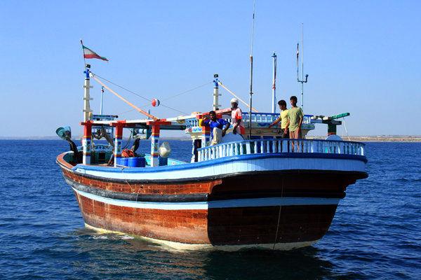 نجات ۵ سرنشین قایق صیادی در دریای عمان