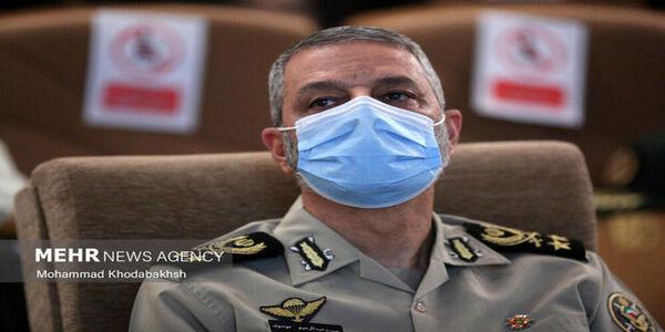 فرمانده کل ارتش: به هر تهدیدی علیه آرمانهای انقلاب با تمام توان پاسخ خواهیم داد