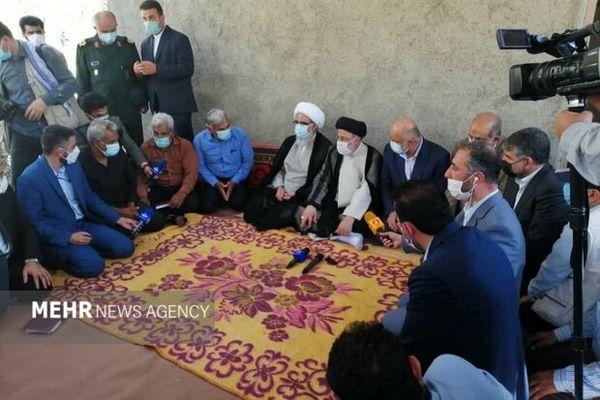 دیدار و گفتگوی رئیسی با کشاورزان تنگستان