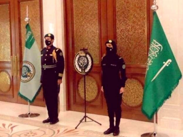 """تصویر سرباز زن عضو گارد سلطنتی عربستان سعودی """"ترند"""" شد"""