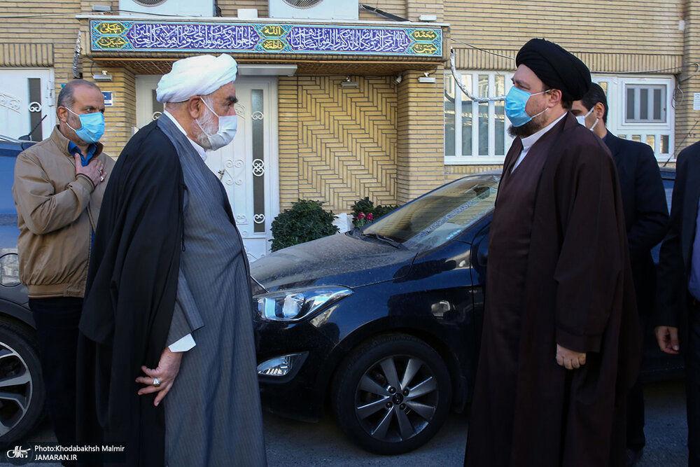 تصویری از سیدحسن خمینی در مراسم تشییع پیکر همسر آیت الله ری شهری