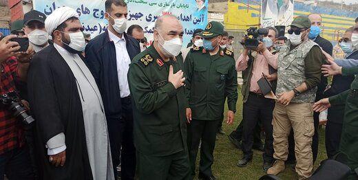 فرمانده کل سپاه در شهر زلزلهزده سیسخت/ عکس