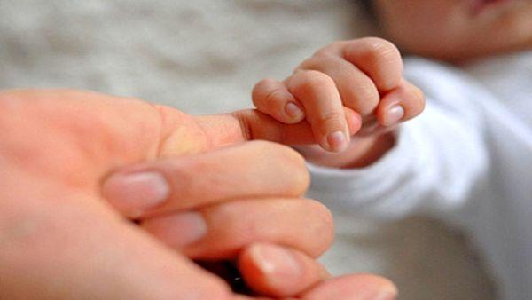 کرونا از طریق شیر مادر هم منتقل میشود؟