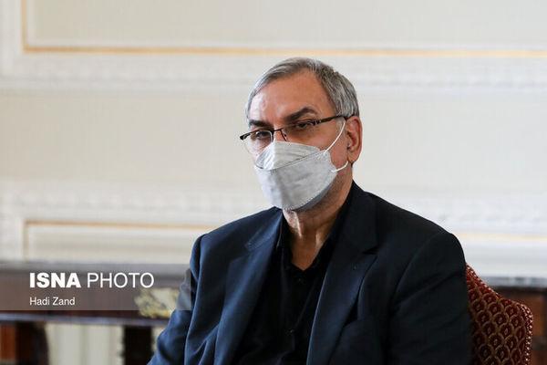 وزیر بهداشت: واکسیناسیون دانش آموزان به معنای بازگشایی مدارس نیست