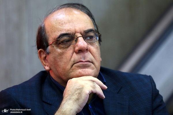 عباس عبدی: دستی پشت پرده در حال رقم زدن این وضعیت است