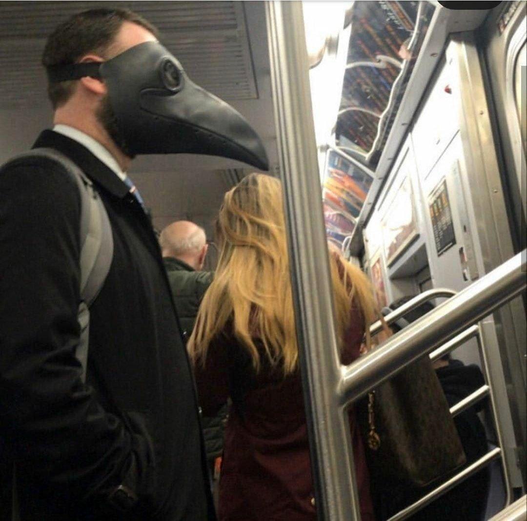 تصویری از ماسک عجیب