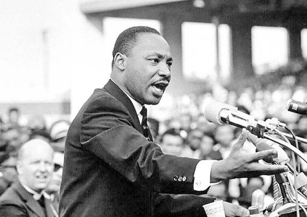 قهرمان مبارزه با تبعیضنژادی