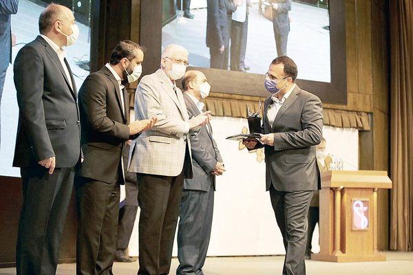 تندیس سیمین جایزه مدیریت مالی ایران به بزرگترین تولیدکننده لوازم خانگی کشور رسید