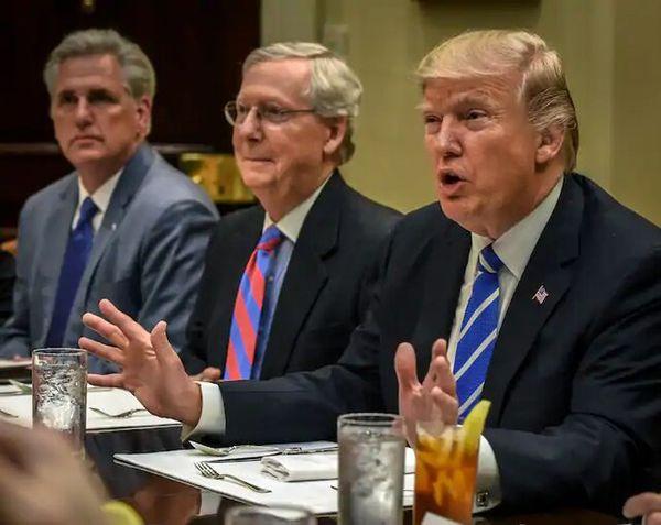 درخواست ۱۰۰ جمهوریخواه برجسته از ترامپ