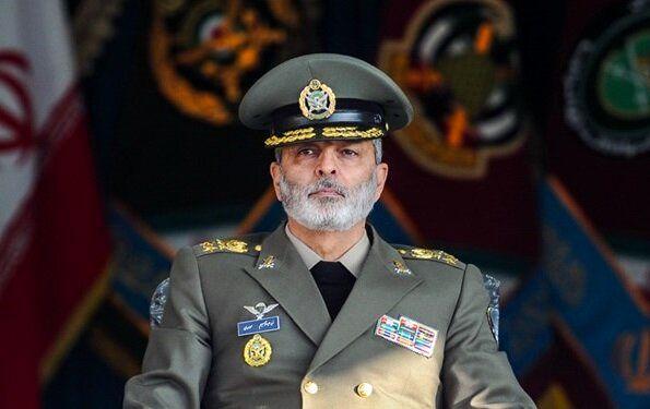 فرمانده کل ارتش: نیروی دریایی، استکبار جهانی را دچار ابهام راهبردی کرد