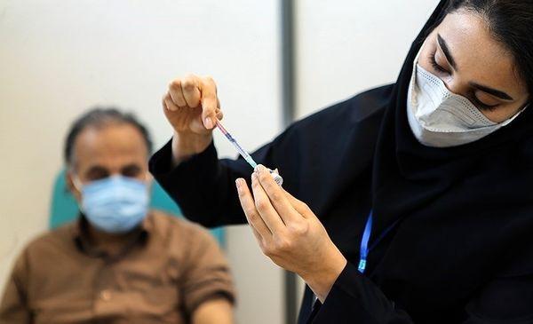 افراد بالای ۵۵ سال برای واکسیناسیون ثبت نام کنند