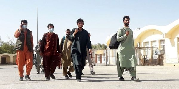 بازگشت روزانه 1500 مهاجر از ایران به افغانستان+عکس