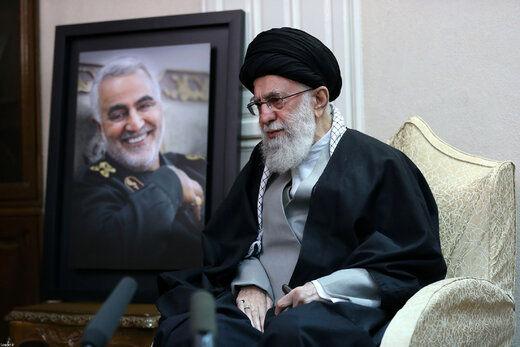 ماجرای یک عکس مشهور از سلام نظامی متفاوت سردار سلیمانی به رهبر انقلاب