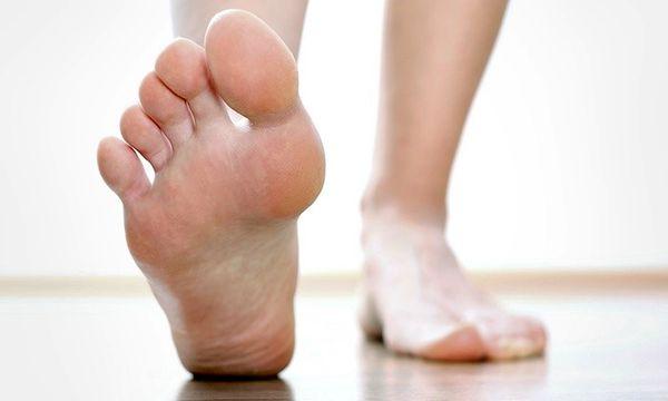 ارزیابی بیومکانیکی: آنالیز کف پا در حالات مختلف و تشخیص علت درد