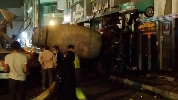 ورود میکسر بتن به یک ساختمان در بلوار آیتالله کاشانی + عکس
