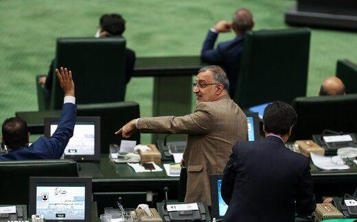 واکنش تند زاکانی به ادعای محمد مهاجری؛ یا عددها را نمیدانی یا معنی فیش یا مغازه رو!