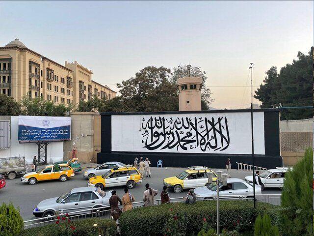 پرچم طالبان بر فراز ارگ ریاستجمهوری افغانستان برافراشته شد/عکس