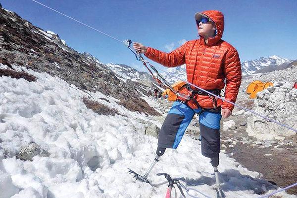 کوهنورد معلول اورست را فتح کرد