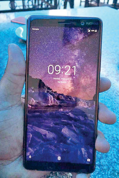 تصویر نمونه واقعی فبلت بدون حاشیه Nokia 7 Plus