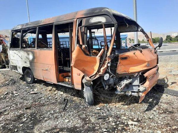 تصادف و آتش سوزی وحشتناک مینیبوس و سمند در اتوبان کرج - تهران+عکس
