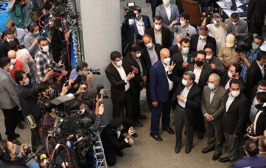 حاشیههای دومین روز ثبتنام انتخابات/ از غوغای احمدینژاد تا تهدید شورای نگهبان