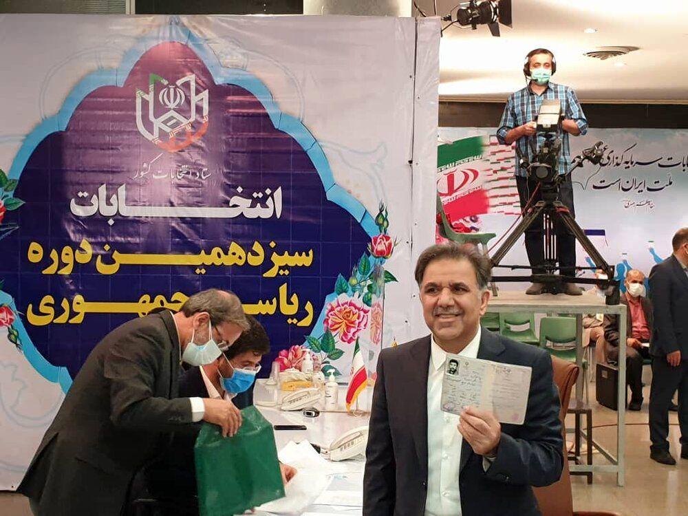 عباس آخوندی در انتخابات ریاست جمهوری ثبت نام کرد +عکس همراه با شناسنامه