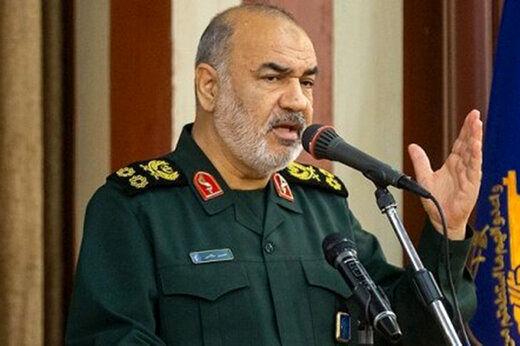 سرلشکر سلامی: هرگز دشمن با ابزارهای مادی نمیتواند با قدرت انقلاب مقابله کند