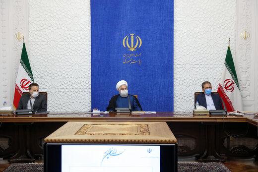 روحانی: دو جریان تحریف و تحریم بدنبال توقف حرکت اقتصادی کشور است/ ترویج شایعات حرکت در مسیر دشمنان است