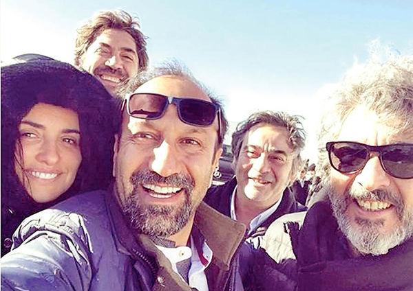 اعلام پایان فیلمبرداری فیلم فرهادی در صفحه «پنهلوپه کروز»