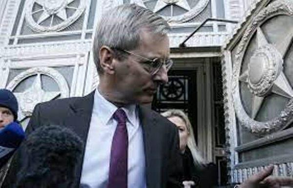 سفیر انگلیس از افغانستان خارج نخواهد شد
