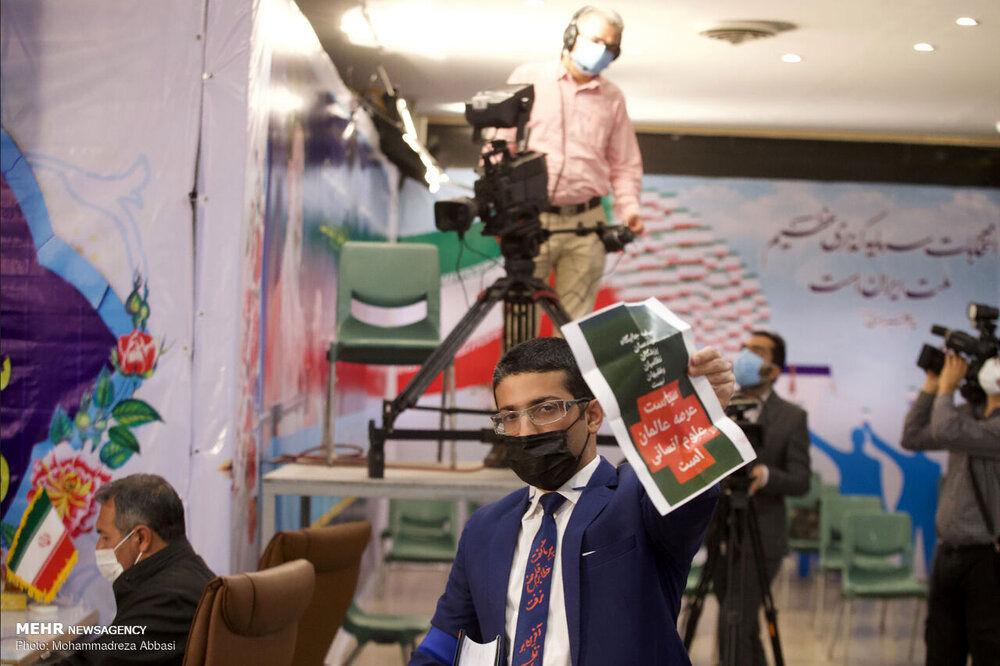 کاندیدای ریاست جمهوری با کروات به وزارت کشور رفت +عکس