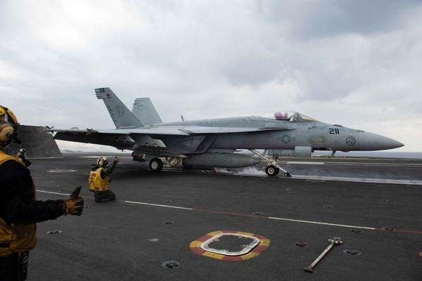 پرواز جنگندههای ناو آمریکایی بر فراز شرق مدیترانه و خلیج عمان