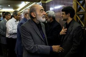 حسی شرعتمداری مدیرمسئول روزنامه کیهان در مراسم ختم دختر عباس سلیمی نمین