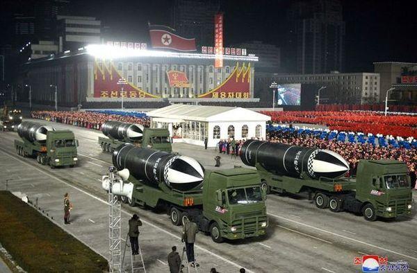 رونمایی کره شمالی از موشکهای بالستیک دریاپرتاب جدید