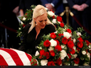 تشییع جنازه جان مککین