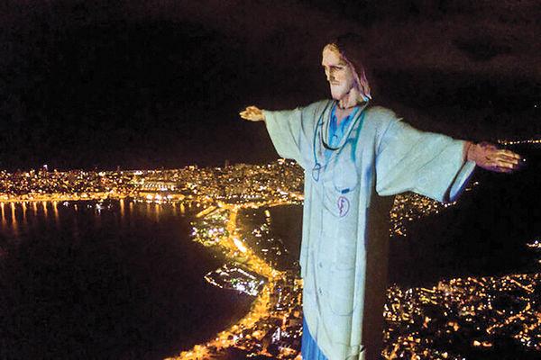 مجسمه مسیح در برزیل سفیدپوش شد