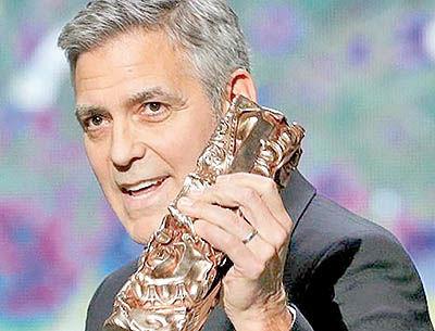 جایزه افتخاری «سزار» در دستان جورج کلونی
