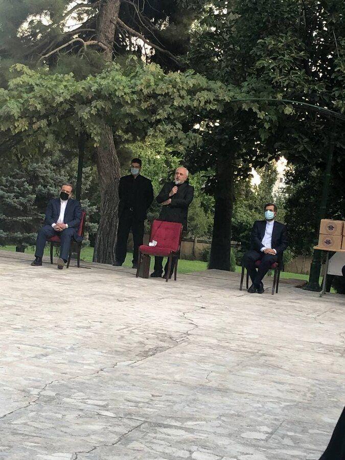 ظریف با رسانهها خداحافظی کرد/عکس