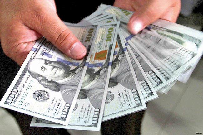 دلار در ساعات پایانی عقبنشینی کرد