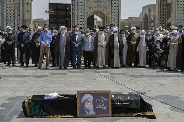 پیکر حجتالاسلام حکیمی در حرم مطهر رضوی تشییع شد