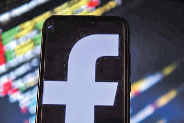 مذاکرات محرمانه ترامپ و رئیس فیسبوک درباره نقش شبکههای اجتماعی