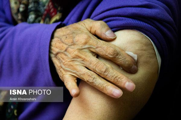 سخنگوی وزارت بهداشت: سالمندانی که واکسن زدهاند، همچنان ماسک بزنند