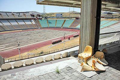 ابهام در آماده شدن ورزشگاه یادگار امام