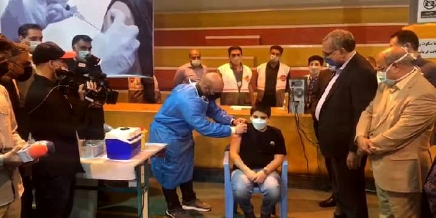 نوه وزیر بهداشت واکسن سینوفارم تزریق کرد + عکس