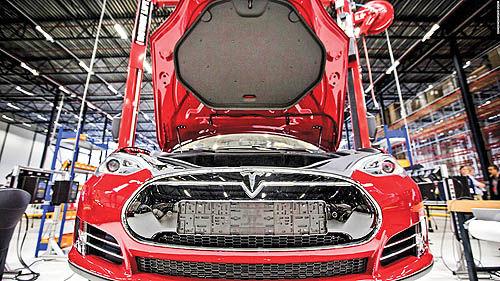 تحول در صنعت  خودرو با رهبری نوآورانه تسلا