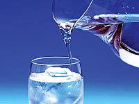مصرف آب به جای غذا با عنوان آب درمانی بسیار خطرناک است