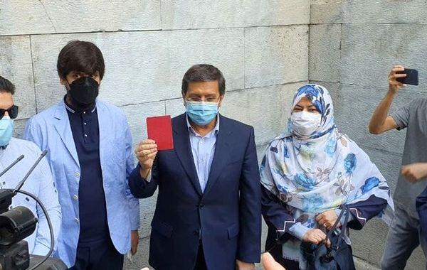 عبدالناصر همتی رأی خود را به صندوق انداخت