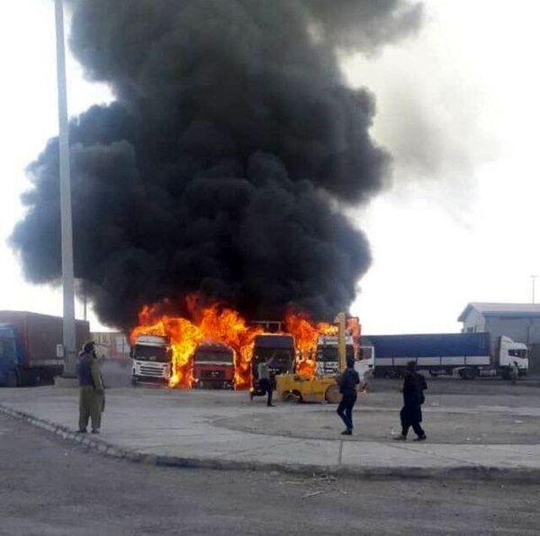 آتش سوزی ۴ کامیون در مرز دوغارون