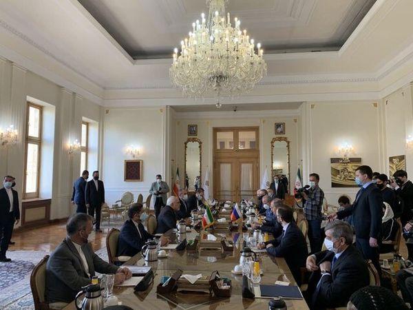 آغاز گفتگوی ظریف و لاوروف در تهران
